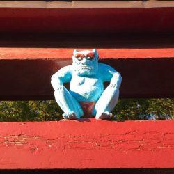 三社神社 「鳥居の鬼コ」赤ふんどしの青鬼